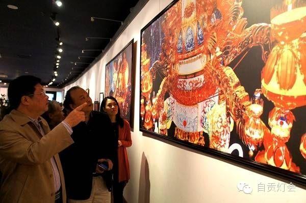2015第二届《大师走基层聚焦新自贡——中国摄影家协会灯城行摄影作品展》开展